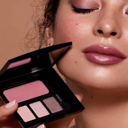 Artdeco Beauty Box Quadrat open met model Mooiecosmetica